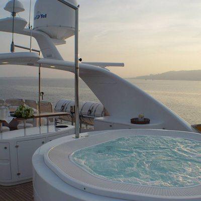 Aura Yacht Jacuzzi