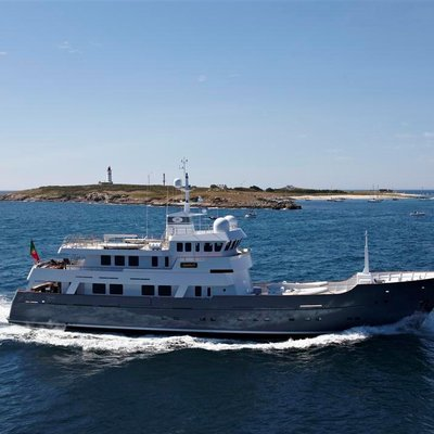 Axantha II Yacht Running Shot - Side View