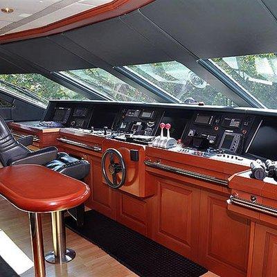 Queen D Yacht