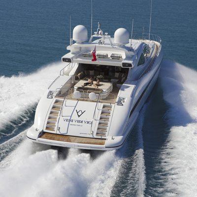 Veni Vidi Vici Yacht Running Shot - Stern