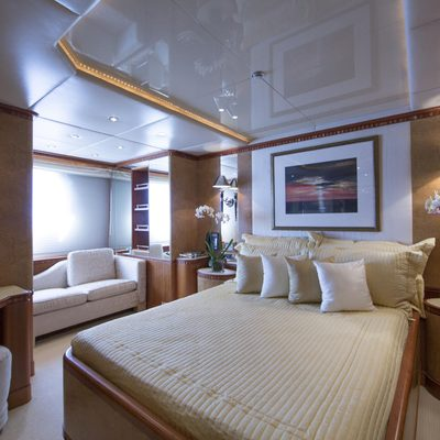 Azul V Yacht Queen Stateroom