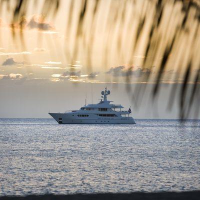 Perle Bleue Yacht Sunset