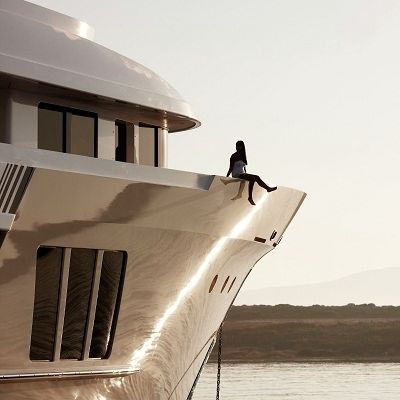 E & E Yacht Exterior