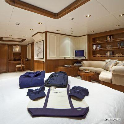 Seawolf Yacht Stateroom - Lounge
