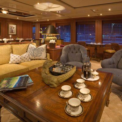 Queen D Yacht Main Salon