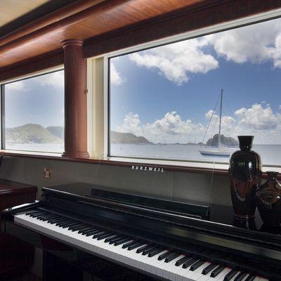 Nicole Evelyn Yacht Piano