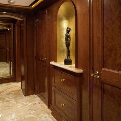 Aquasition Yacht Guest foyer detail