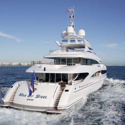 Inception Yacht Running Shot - Aft