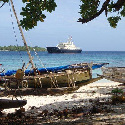 Bleu De Nimes Yacht Beach Landing