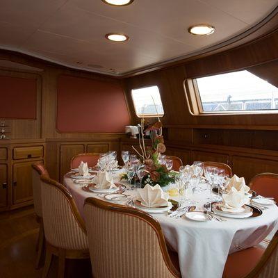 Antara Yacht Dining Table