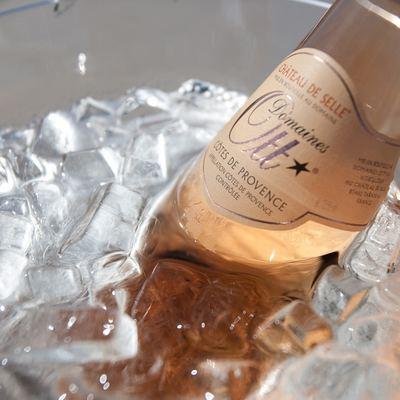 Ocean Club Yacht Detail - Champagne