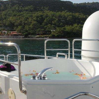 Ladyship Yacht Jacuzzi
