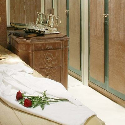 Elegant 007 Yacht Guest Stateroom - Roses