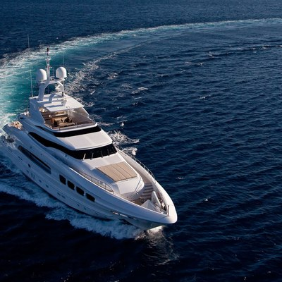 Seven S Yacht Running Shot - Turn