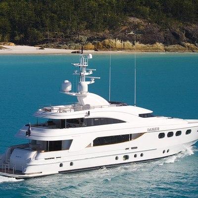 De Lisle III Yacht Running Shot - Rear View