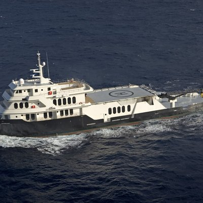 Global Yacht Running Shot