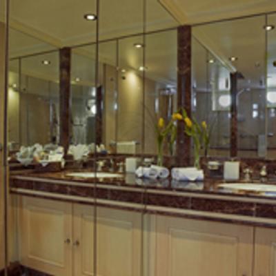 Istros Yacht Bathroom