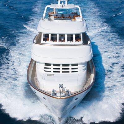 Northlander Yacht Running Shot - Bow