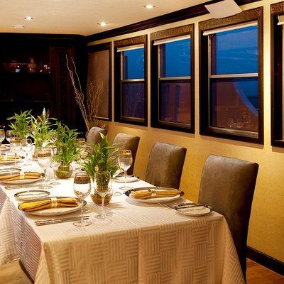 Dhaainkan'baa Yacht Dining Table