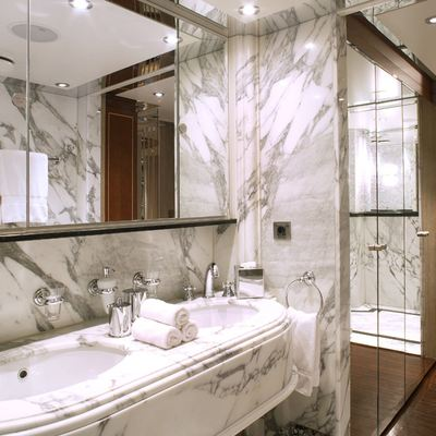 Moonlight II Yacht Double Cabin Bathroom