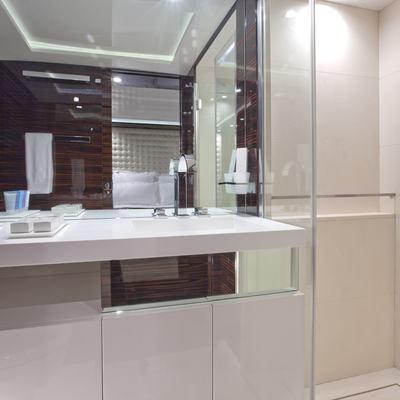Sierra Romeo Yacht Guest Bathroom