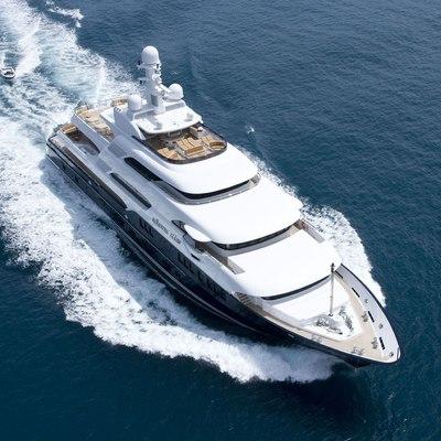 Horizons III Yacht Running Shot