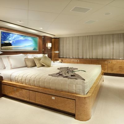 Sycara V Yacht Guest Bedroom - Side View