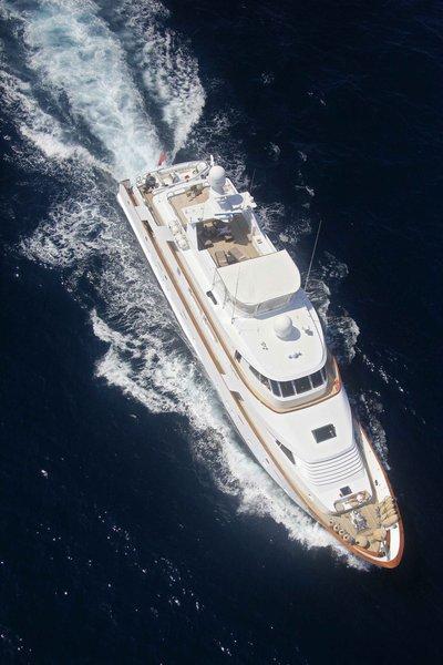 Superfun Yacht Running Shot - Overhead