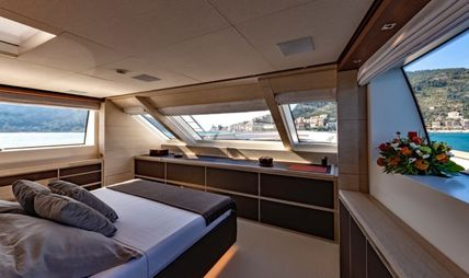 Anything Goes V Charter Yacht - 6