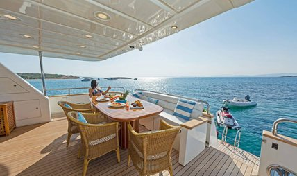 Lucy Pink Charter Yacht - 4