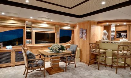 Quest R Charter Yacht - 8