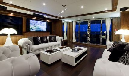 Black and White Charter Yacht - 8