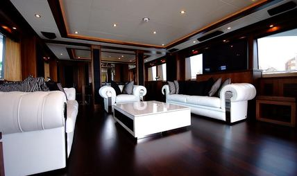 Black and White Charter Yacht - 7