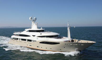 Light Holic Charter Yacht