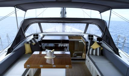 Champagne Hippy Charter Yacht - 2