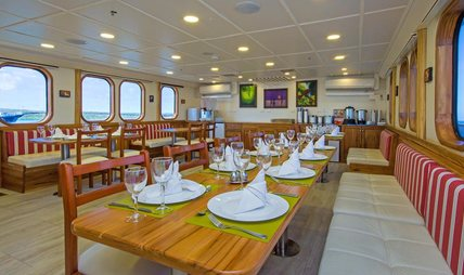 Tip Top IV Charter Yacht - 8