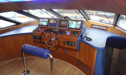 Vintage Charter Yacht - 6
