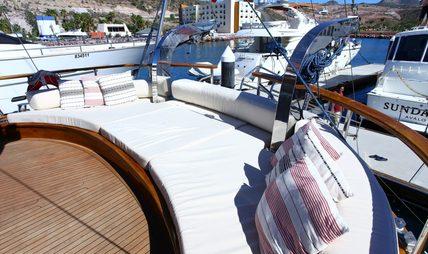 Besame Mucho Charter Yacht - 3