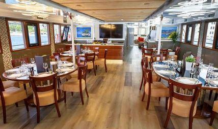 Queen Eleganza Charter Yacht - 7