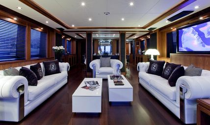 Black and White Charter Yacht - 6