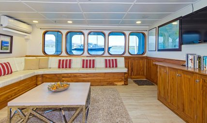 Tip Top IV Charter Yacht - 7