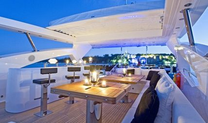 Black and White Charter Yacht - 4
