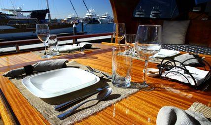 Besame Mucho Charter Yacht - 5