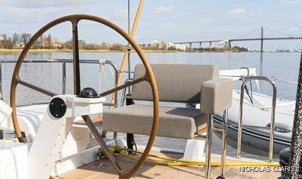 J Six Charter Yacht - 4