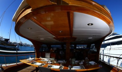 Besame Mucho Charter Yacht - 4