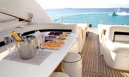 Manzana Charter Yacht - 4