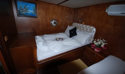 Lord of the Blue Charter Yacht - 8