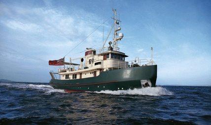 DP Monitor Charter Yacht