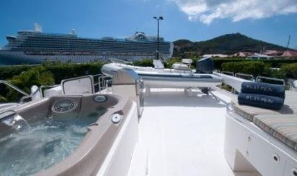 Fully Occupied Charter Yacht - 6