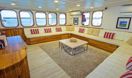 Tip Top IV Charter Yacht - 6